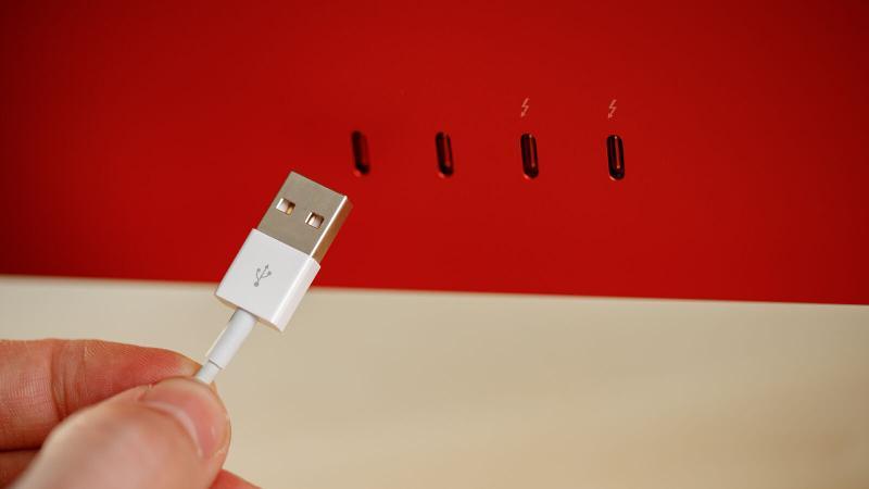 iMac 2021 M1 USB ports